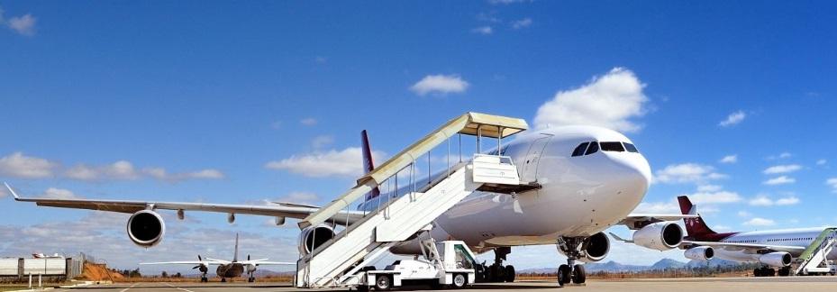 Un avion sur un aéroport à Madagascar